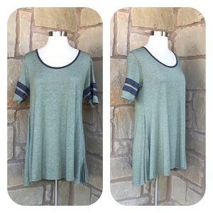 LuLaRoe Green Short Sleeve Swing Hi-Lo Perfect Tee